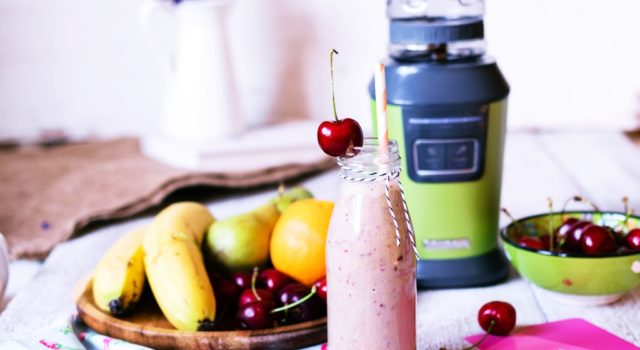 Smoothie με κεράσια και superfoods